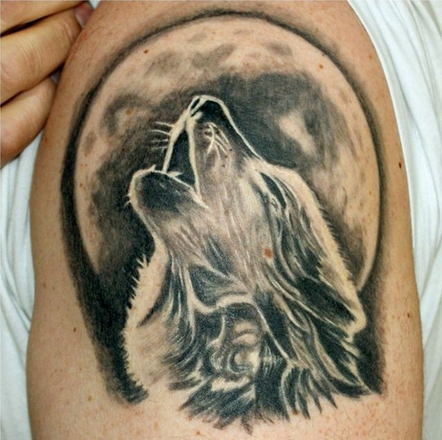 shoulder-wolf-tattoo